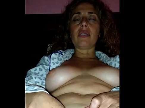 Coroa gostosa se masturbando caiu na net - Porno Nacionais