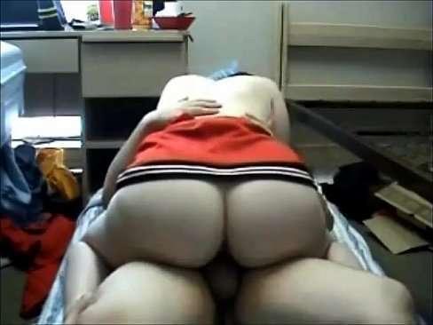 Branquinha de vestido sacana dando show no sexo quente