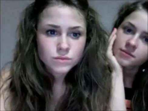 As lindas depravadas irmãs na webcam se consolando gostoso